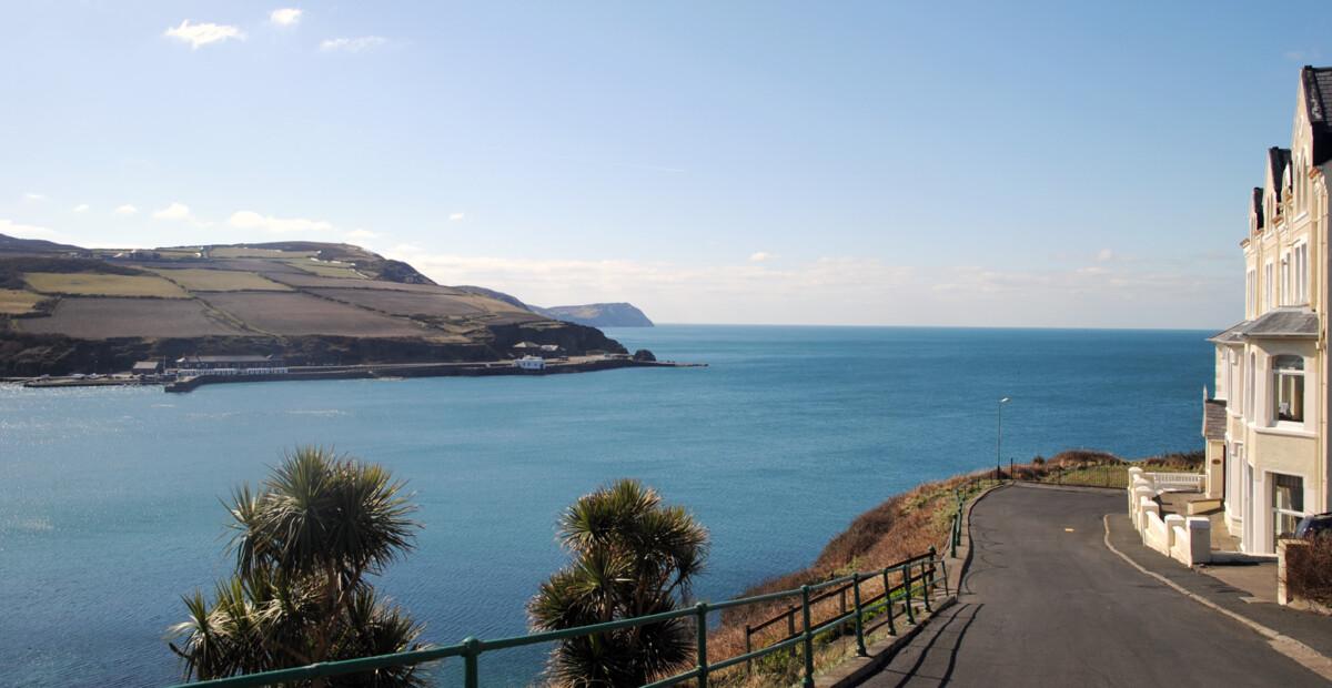 海滨公路,蜿蜒着通向大海