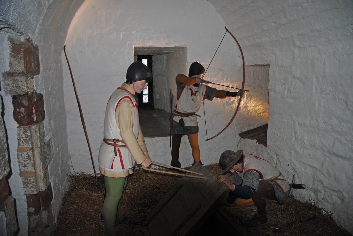 士兵们正在观察敌情